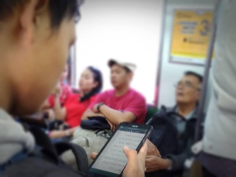 Baca Quran di Kereta