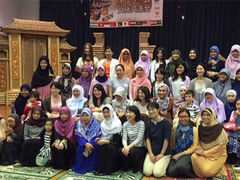 Kenshuusei Perempuan Hijab